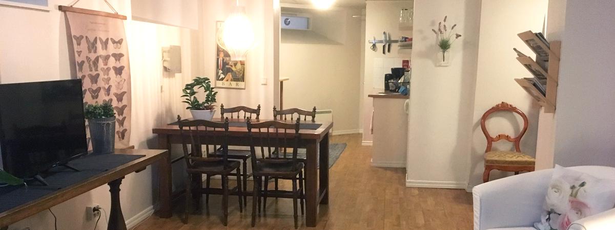 sällskapsrum, bord, stolar, pentry